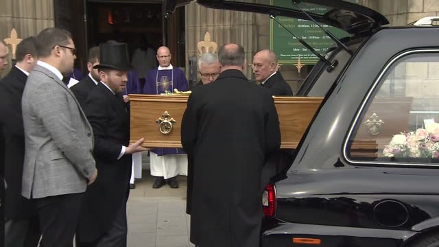 shows funeral cortege of liz dawn arriving at salford cathedral the funeral of liz dawn who played vera duckworth on coronation street took place at... - ソープオペラ点の映像素材/bロール