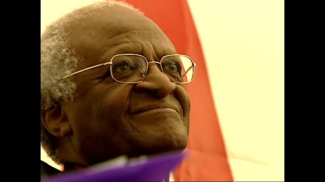 vídeos de stock, filmes e b-roll de shows interior close up shots former president of zambia kenneth kaunda archbishop desmond tutu smiling and judge edwin cameron at aids event on... - desmond tutu