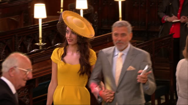 shows interior shots actor george clooney with his wife amal clooney arriving in st george's chapel at the wedding of prince harry, duke of sussex,... - ジョージ・クルーニー点の映像素材/bロール