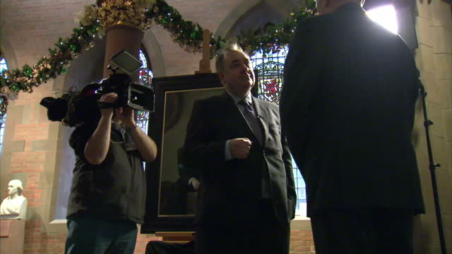 shows interior shots alex salmond at his portrait unveiling talking with guests on november 26 2015 in edinburgh scotland - alex salmond stock videos & royalty-free footage