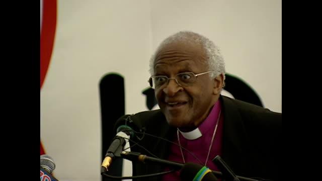 vídeos de stock, filmes e b-roll de shows interior shots archbishop desmond tutu giving speech soundbite on race relations and actions of white people under apartheid in south africa on... - desmond tutu