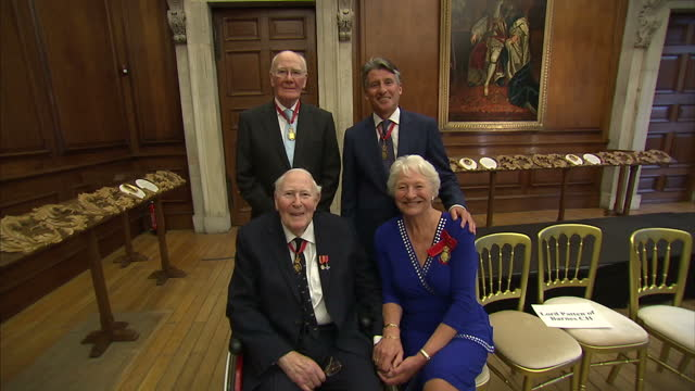 shows interior shots athletes sir roger bannister lord seb coe and mary peters and british politican menzies campbell the lord campbell of pittenweem... - sir menzies campbell bildbanksvideor och videomaterial från bakom kulisserna