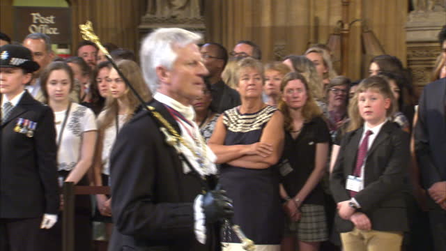 shows interior shots black rod making his way through the central lobby in the houses of parliament to the commons chamber at the state opening of... - the queen's speech state opening of uk parliament stock videos & royalty-free footage