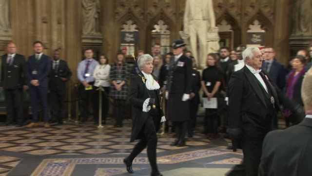shows interior shots black rod walking through the central lobby of the houses of parliament in the uk to summon mps and procession of mps walking... - the queen's speech state opening of uk parliament stock-videos und b-roll-filmmaterial