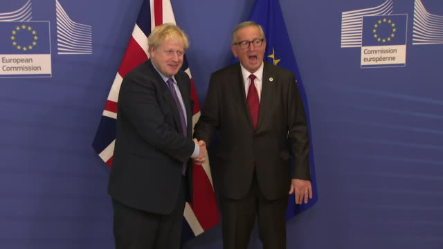 shows interior shots boris johnson uk prime minister posing for photos with jean claude juncker president of the european commission, who are then... - brussels capital region stock videos & royalty-free footage