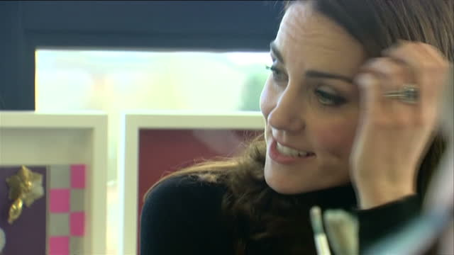 shows interior shots catherine duchess of cambridge talking to students in an art class at wester hailes education centre the duchess of cambridge... - malklasse stock-videos und b-roll-filmmaterial