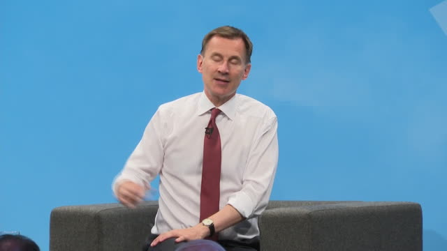 shows interior shots conservative leadership candidate jeremy hunt mp speaking on brexit at tory hustings boris johnson and jeremy hunt were in the... - 政治家 ジェレミー ハント点の映像素材/bロール