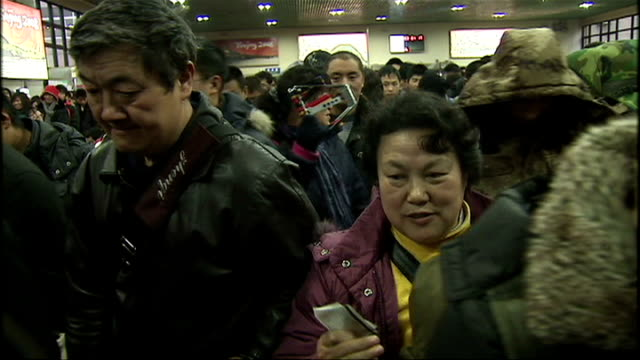 shows interior shots crowds of people walking through beijing station on january 17 2009 in beijing china - bahnreisender stock-videos und b-roll-filmmaterial