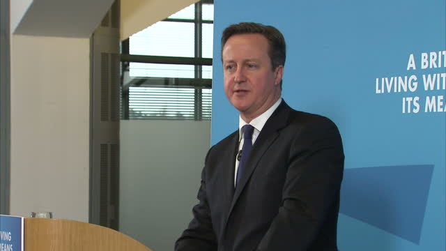 shows interior shots david cameron welcomed a presser and walks to the podium and begins laying out reasons for conservative superiority on january... - contea di nottingham video stock e b–roll