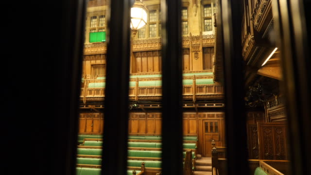 shows interior shots empty debating chamber the house of commons in londonscene through grille on 4th december 2018 england united kingdom - britisches unterhaus stock-videos und b-roll-filmmaterial
