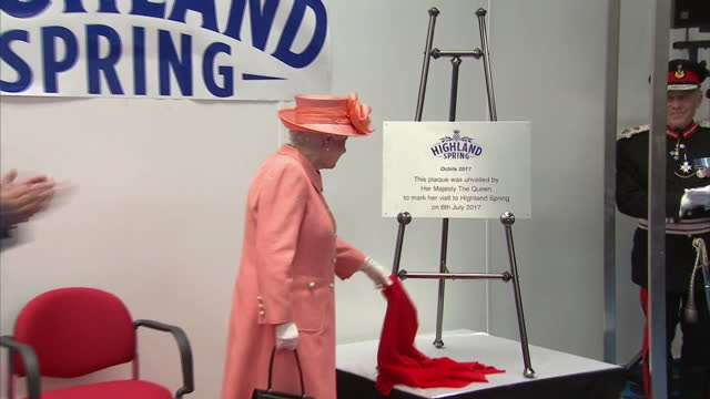 vídeos de stock, filmes e b-roll de shows interior shots highland spring chief executive les montgomery making speech and a gift being presented before queen elizabeth ii unveils plaque... - 2017