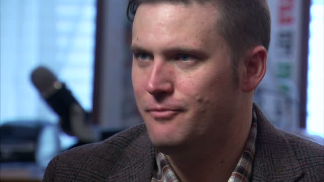 vidéos et rushes de shows interior shots interview soundbite with 'altright' and white nationalist leader richard spencer speaking on using language of the nazi's at a... - alexandria virginie