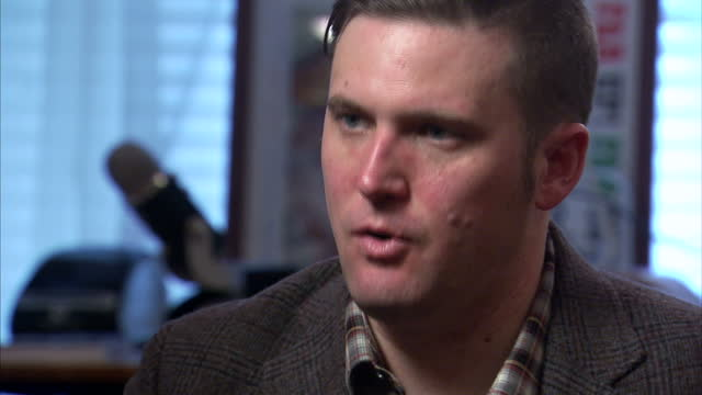 vidéos et rushes de shows interior shots interview soundbite with 'altright' and white nationalist leader richard spencer speaking on wants an immigration moratorium in... - alexandria virginie