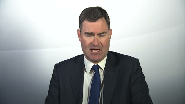 shows interior shots interview with david gauke mp chief secretary to the treasury speaking on article 50 court case going before the supreme court... - 提訴点の映像素材/bロール