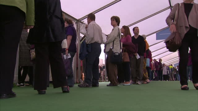 vídeos de stock e filmes b-roll de shows interior shots people queueing for various events at the hayonwye literary festival on may 30 2016 in hayonwye wales - hay on wye
