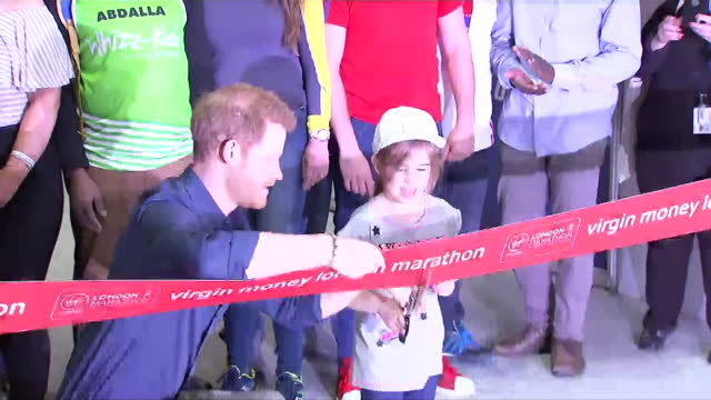 vídeos de stock, filmes e b-roll de shows interior shots prince harry cutting ribbon with help of little girl to officially opens the london marathon expo prince harry officially opens... - cortando fita