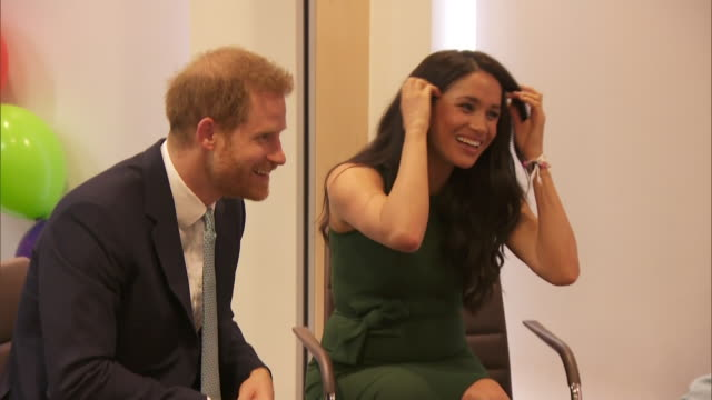 shows interior shots prince harry duke of susex and his wife meghan duchess of sussex meeting families at the wellchild awards 2019 the duke and... - prinz harry stock-videos und b-roll-filmmaterial