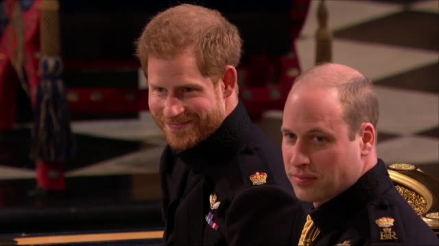 vidéos et rushes de shows interior shots prince harry duke of sussex and prince william duke of cambridge at the front of the church harry looking nervous as he waits... - chapelle