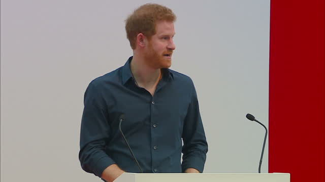 shows interior shots prince harry giving speech at a heads together event, soundbite on heads together campaign and making joke about headbands.... - kosmetisches stirnband stock-videos und b-roll-filmmaterial