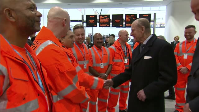 stockvideo's en b-roll-footage met shows interior shots prince philip duke of edinburgh meeting network rail employees and saying to one you don't sound entirely native where are you... - hertog van edinburgh