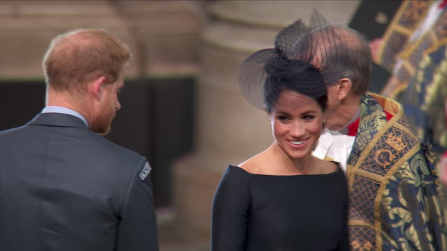 stockvideo's en b-roll-footage met shows interior shots prince william duke of cambridge and catherine duchess of cambridge and prince harry duke of sussex and meghan duchess of sussex... - westminster abbey