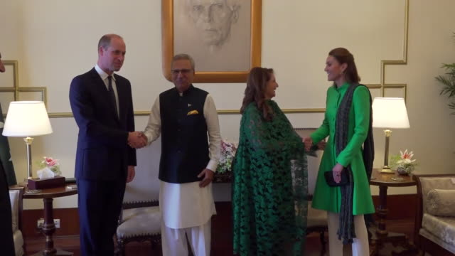 shows interior shots prince william duke of cambridge and his wife catherine duchess of cambridge, meeting president of pakistan, dr. arif alvi and... - britisches königshaus stock-videos und b-roll-filmmaterial