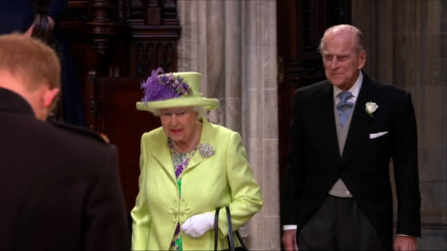 shows interior shots queen elizabeth ii and prince philip duke of edinburgh entering st george's chapel before the wedding of prince harry duke of... - elizabeth ii stock videos & royalty-free footage