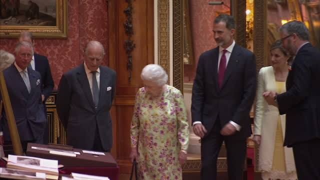 Shows interior shots Queen Letizia and King Felipe of Spain with Queen Elizabeth II and Prince Philip being shown items from the ROyal Collection...