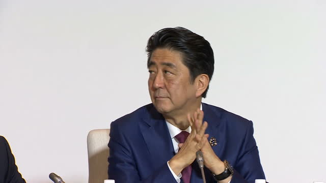 shows interior shots world leaders at g7 summit with japan's prime minister shinzo abe leading german chancellor angela merkel uk's prime minister... - 首脳会議点の映像素材/bロール