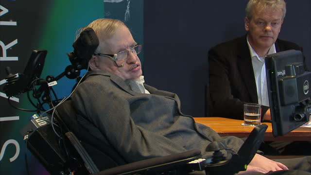 stockvideo's en b-roll-footage met shows professor stephen hawking making announcement at press conference announcing next month's starmus festival in norway and commenting on his... - de ruimte en astronomie