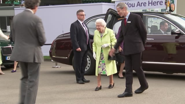 shows queen elizabeth ii at the chelsea flower show in london on monday 20th may 2019 - chelsea flower show stock videos & royalty-free footage