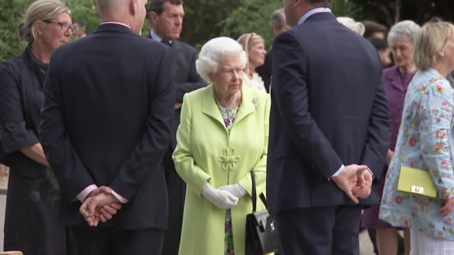 shows queen elizabeth ii at the rhs chelsea flower show 2019 in london on monday 20th may 2019 - chelsea flower show stock videos & royalty-free footage
