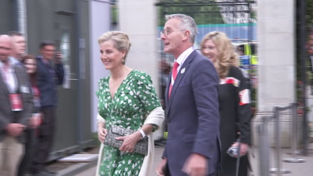shows sophie, countess of wessex and her husband prince edward, earl of wessex arriving at the rhs chelsea flower show, in london on monday 20th may,... - 英国王立園芸協会点の映像素材/bロール