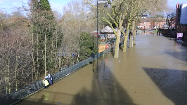 shrewsbury flooded by the river severn after the wettest february ever recorded in the uk febrary 2020 with women wading through the flood waters - walking in water stock videos & royalty-free footage