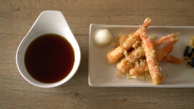 shrimps tempura (battered fried shrimps)
