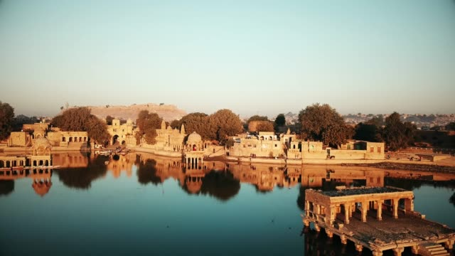 shrines and temples at gad sisar lake, jaisalmer, india - rajasthan. - old ruin stock videos & royalty-free footage