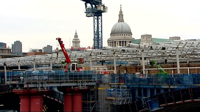 gdp shrinks edging uk closer to 'official' recession london ext wide shot construction workers on top of building site workers carrying materials on... - ローラ・クエンスバーグ点の映像素材/bロール