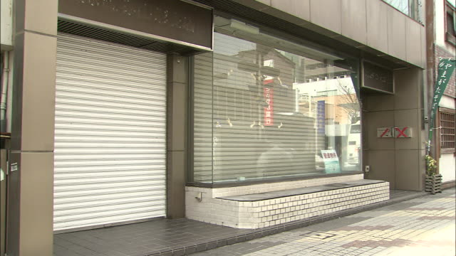 shuttered shopping street / yamagata - persiana caratteristica architettonica video stock e b–roll