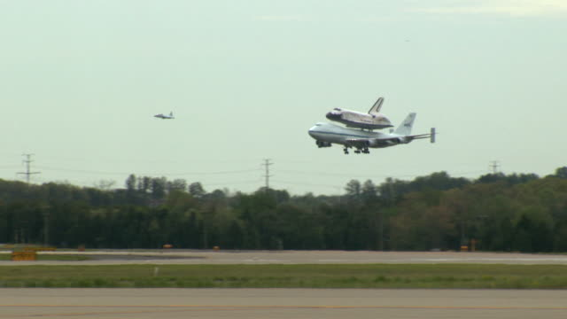 MS TS NASA Shuttle Carrier Aircraft with Space Shuttle Discovery landing on runway at Dulles Airport / Sterling, Virginia, United States