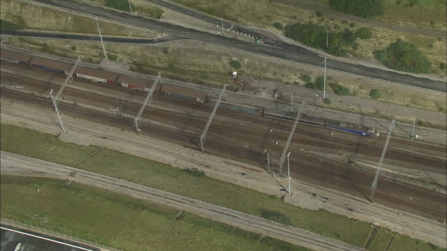 vidéos et rushes de shuttle train on way to eurotunnel station - transport ferroviaire