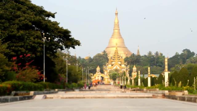 shwedagon pagoda in Yagon