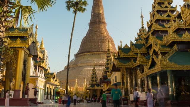 vídeos de stock, filmes e b-roll de shwedagon pagoda templo cidade de yangon, mianmar - templo