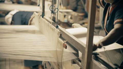 vídeos y material grabado en eventos de stock de siamés mano tejido de algodón - cordel