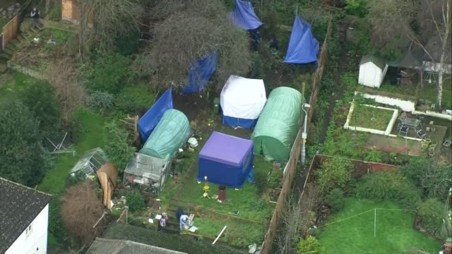 vídeos y material grabado en eventos de stock de suspect still missing; lib erith: ext air view / aerial forensic tents in garden of blake family home where bodies of former eastenders actress sian... - eastenders