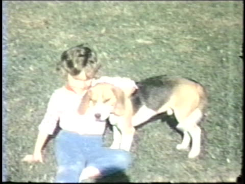 vídeos de stock, filmes e b-roll de siblings play together in their yard and pose with their puppy. - irmão