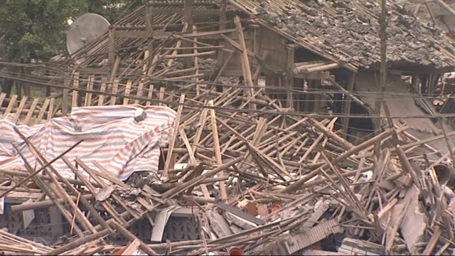 search for survivors in hongbai china sichuan province hongbai ext various shots of destroyed houses collapsed buildings mounds of bricks rubble and... - 四川省点の映像素材/bロール