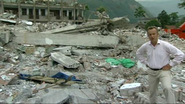sichuan earthquake/ story of one survivor ext reporter to camera - 四川省点の映像素材/bロール