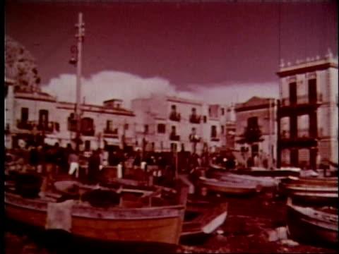 vídeos de stock, filmes e b-roll de 1958 sicily travelogue - 9 of 13 - vendedor trabalho comercial