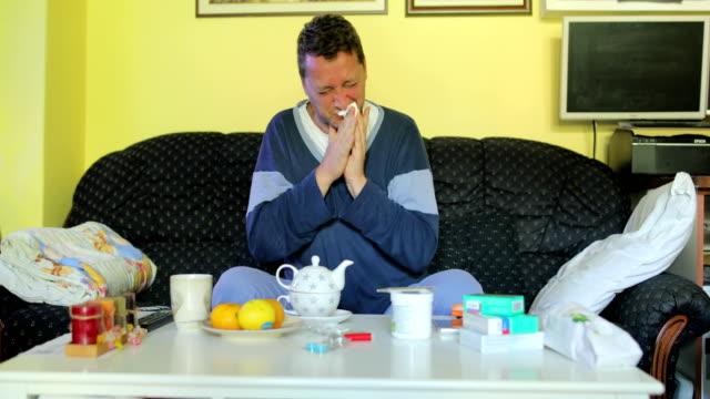 stockvideo's en b-roll-footage met zieke man met griep - verkoudheidsvirus