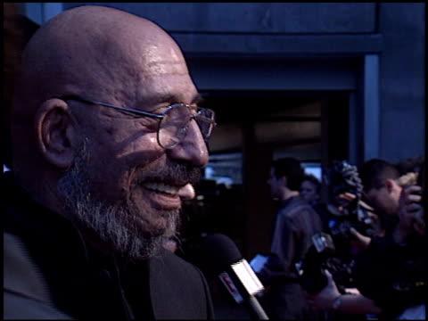 vídeos y material grabado en eventos de stock de sid haig at the 'house of 1000 corpses' premiere at arclight cinemas in hollywood, california on april 9, 2003. - arclight cinemas hollywood